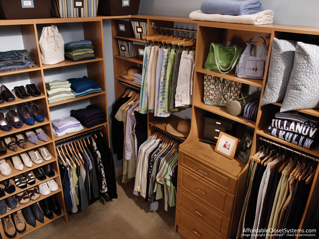 Walk in closet simple home decoration for Walk in closets designs ideas