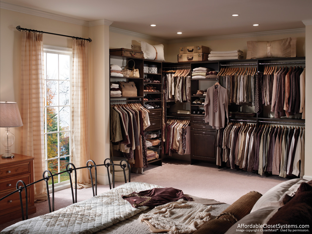 Outstanding Walk-In Closet Design 1050 x 788 · 500 kB · jpeg